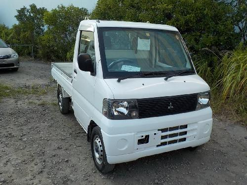 It is a picture of the white mitsubishi minicab truck in 2001,First Photo Stock No.Y017611