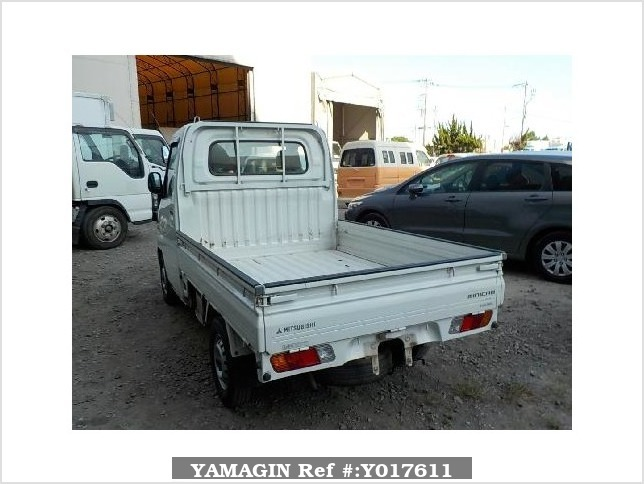 It is a picture of the white mitsubishi minicab truck in 2001,Sub Photo 3 Stock No.Y017611