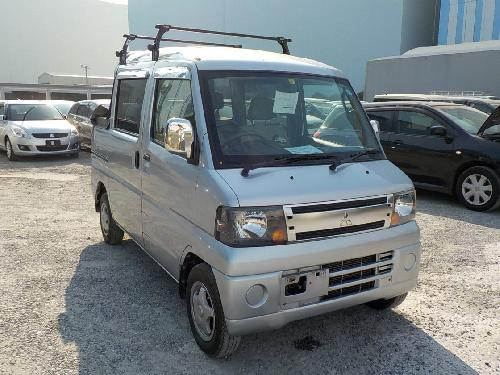 It is a picture of the silver mitsubishi minicab deck van in 2008,First Photo Stock No.Y017801