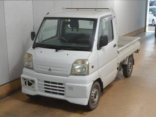 It is a picture of the white mitsubishi minicab in 2000,First Photo Stock No.Y017941