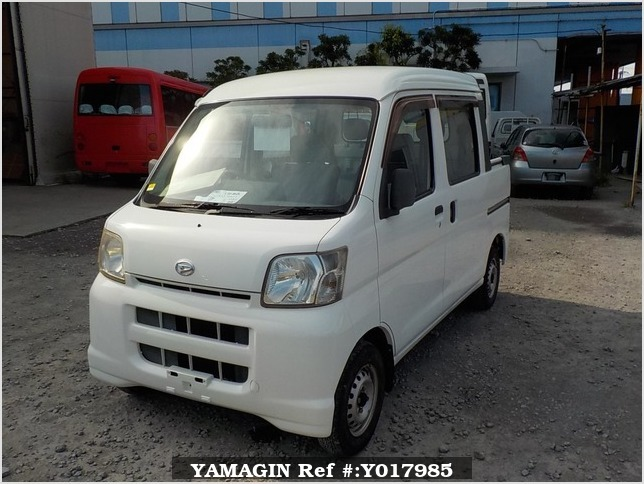 It is a picture of the white daihatsu hijet deck van in 2005,Sub Photo 1 Stock No.Y017985