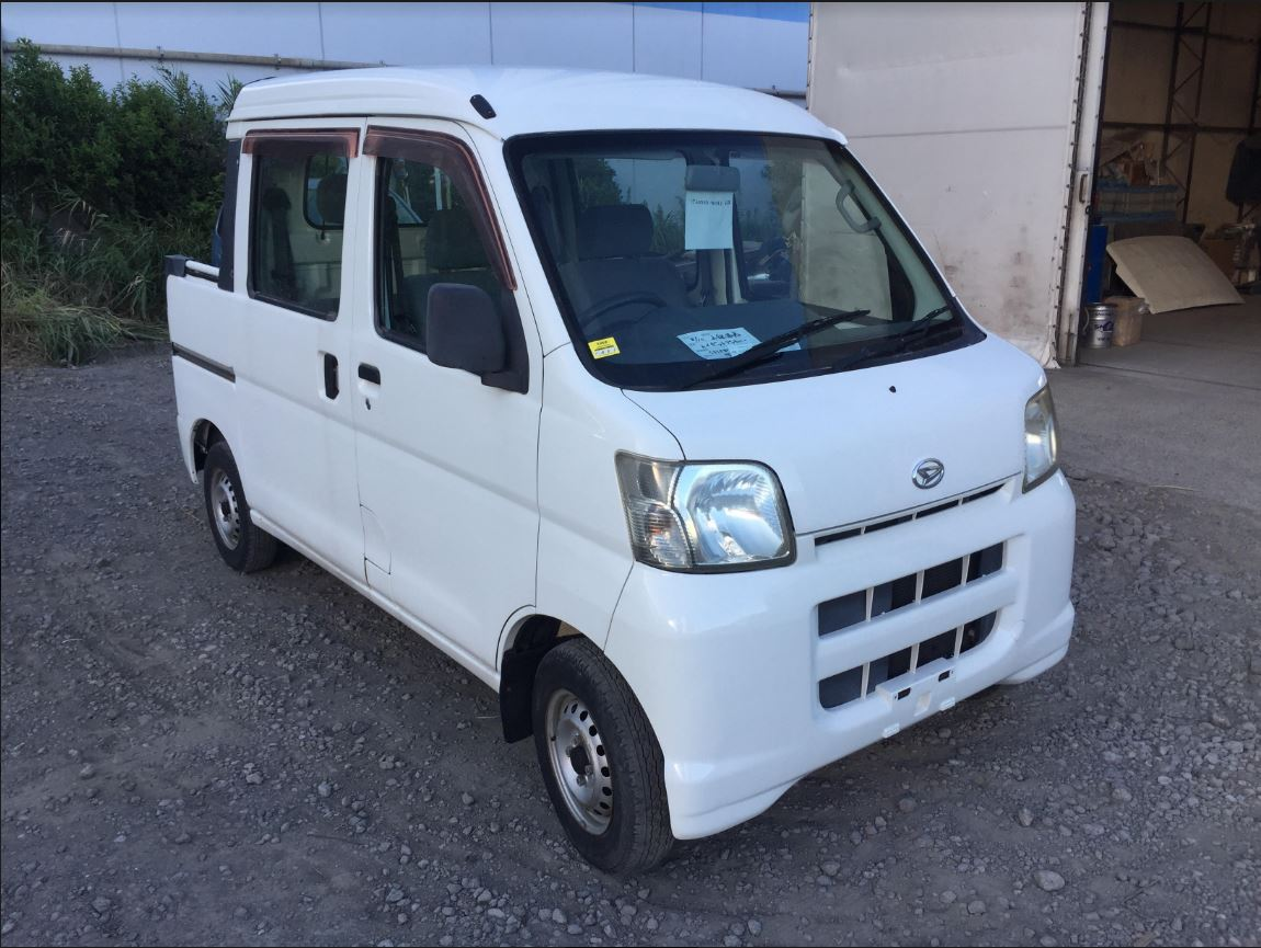 It is a picture of the white daihatsu hijet deck van in 2005,First Photo Stock No.Y017985