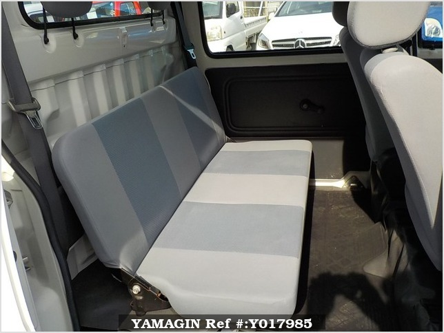 It is a picture of the white daihatsu hijet deck van in 2005,Sub Photo 8 Stock No.Y017985