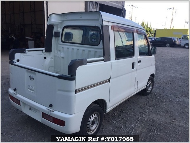 It is a picture of the white daihatsu hijet deck van in 2005,Sub Photo 3 Stock No.Y017985