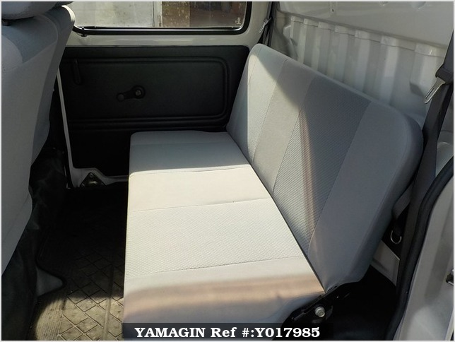 It is a picture of the white daihatsu hijet deck van in 2005,Sub Photo 10 Stock No.Y017985