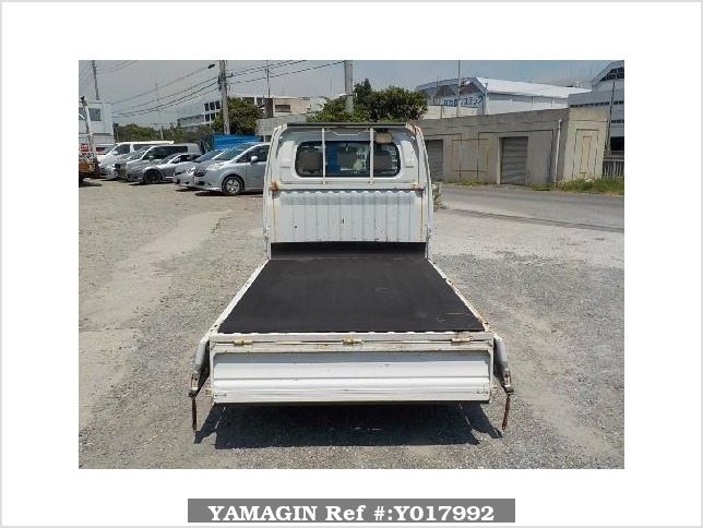 It is a picture of the white mitsubishi minicab truck in 2001,Sub Photo 4 Stock No.Y017992