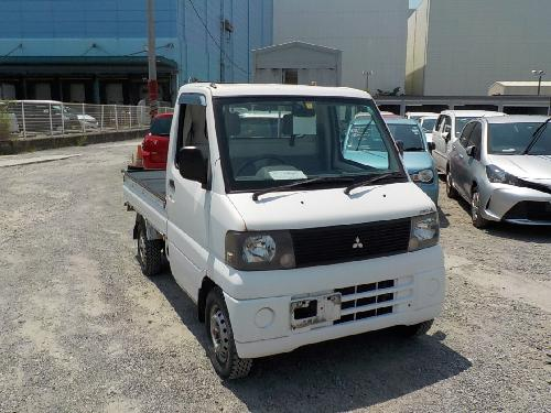 It is a picture of the white mitsubishi minicab truck in 2001,First Photo Stock No.Y017992