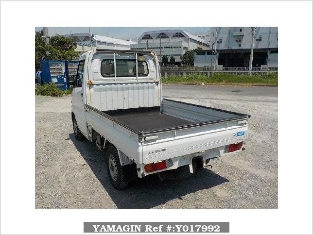 It is a picture of the white mitsubishi minicab truck in 2001,Sub Photo 3 Stock No.Y017992
