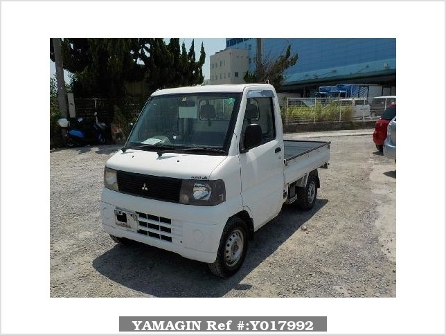It is a picture of the white mitsubishi minicab truck in 2001,Sub Photo 1 Stock No.Y017992