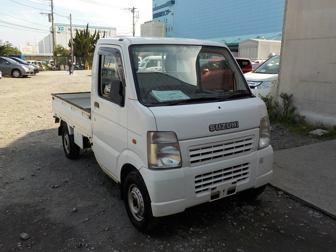 It is a picture of the white suzuki carry  truck in 2002,First Photo Stock No.Y018037