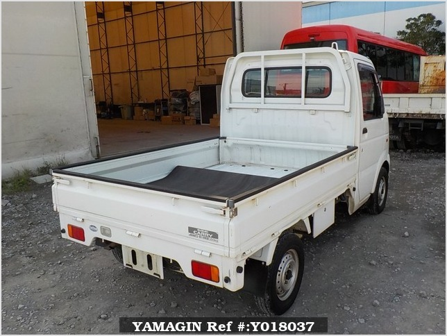 It is a picture of the white suzuki carry  truck in 2002,Sub Photo 2 Stock No.Y018037