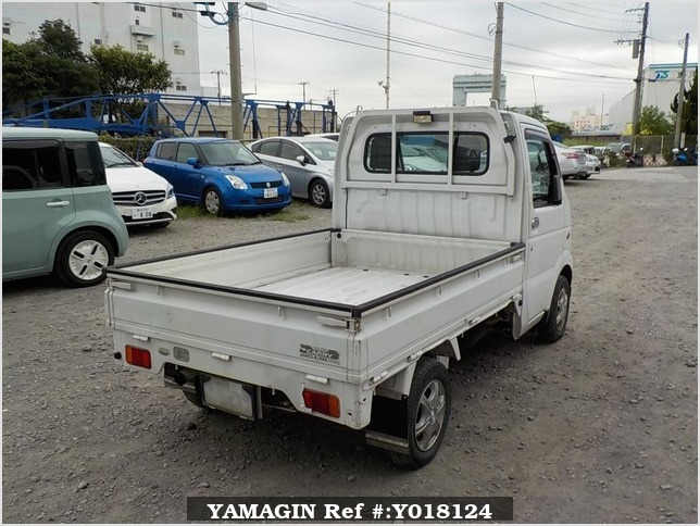 It is a picture of the white suzuki carry truck in 2002,Sub Photo 1 Stock No.Y018124