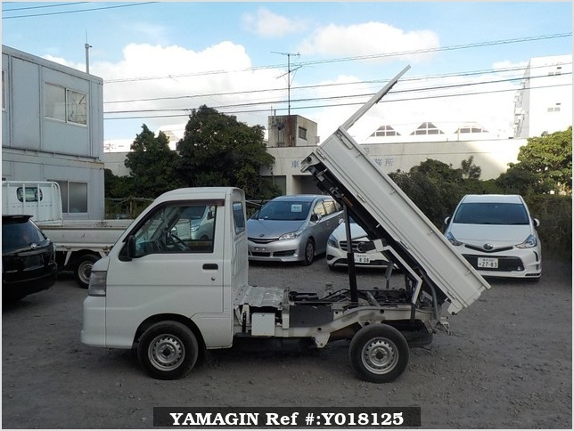 It is a picture of the white daihatsu hijet  scissors dump in 2012,Sub Photo 13 Stock No.Y018125