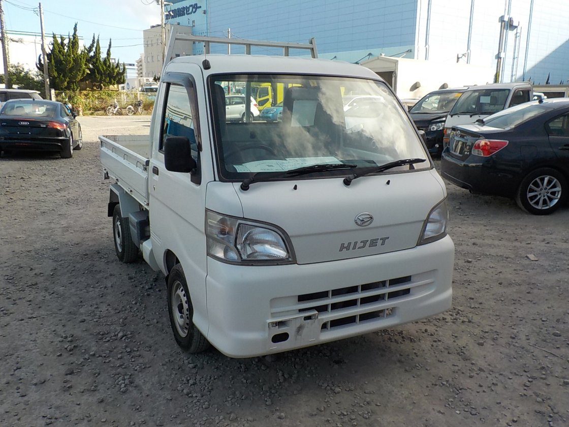 It is a picture of the white daihatsu hijet  scissors dump in 2012,First Photo Stock No.Y018125