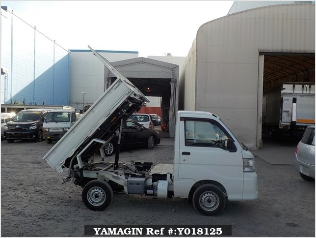 It is a picture of the white daihatsu hijet  scissors dump in 2012,Sub Photo 14 Stock No.Y018125