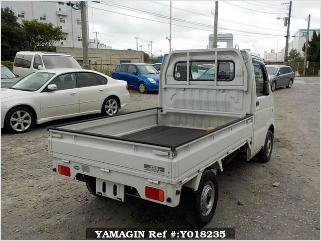 It is a picture of the white suzuki carry truck in 2003,Sub Photo 1 Stock No.Y018235
