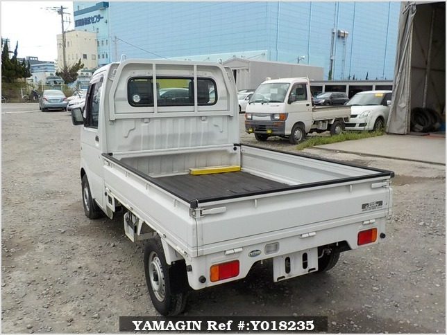 It is a picture of the white suzuki carry truck in 2003,Sub Photo 3 Stock No.Y018235