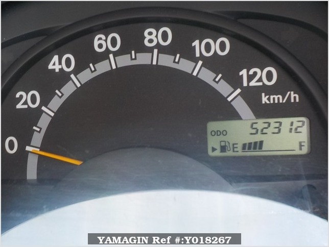 It is a picture of the white suzuki carry truck in 2003,Sub Photo 8 Stock No.Y018267