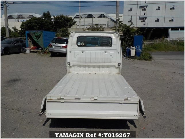 It is a picture of the white suzuki carry truck in 2003,Sub Photo 4 Stock No.Y018267