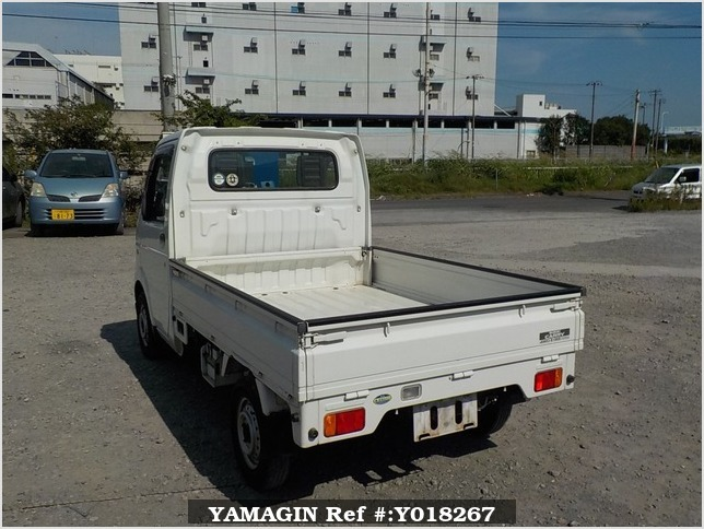 It is a picture of the white suzuki carry truck in 2003,Sub Photo 3 Stock No.Y018267
