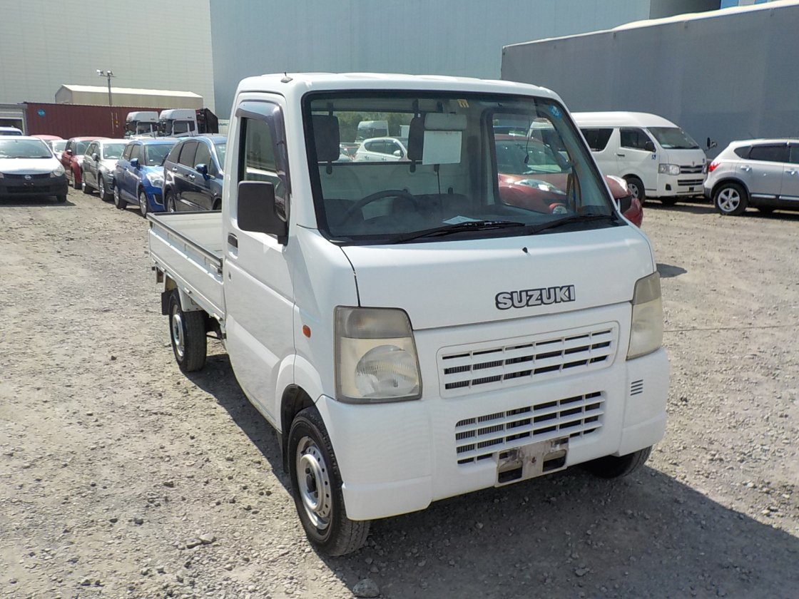 It is a picture of the white suzuki carry truck in 2003,First Photo Stock No.Y018267