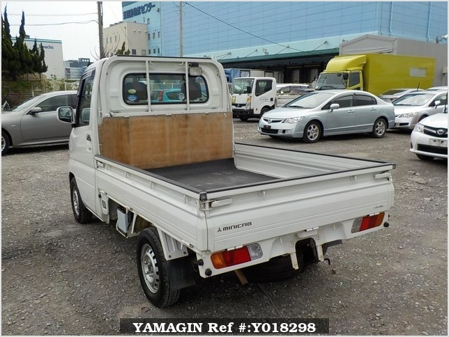 It is a picture of the white mitsubishi minicab truck in 2005,Sub Photo 3 Stock No.Y018298