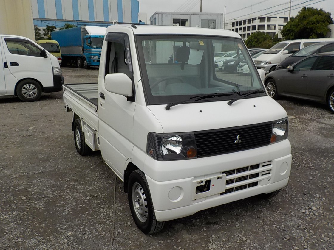 It is a picture of the white mitsubishi minicab truck in 2005,First Photo Stock No.Y018298