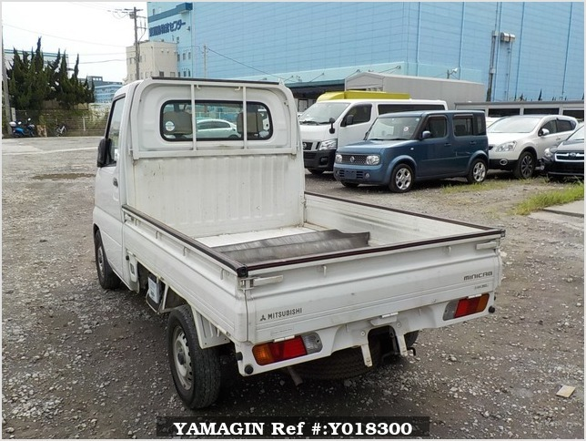 It is a picture of the white mitsubishi minicab truck in 2002,Sub Photo 3 Stock No.Y018300