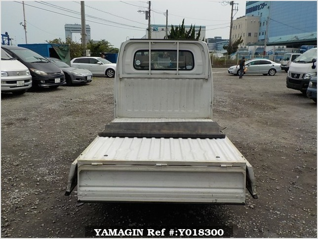 It is a picture of the white mitsubishi minicab truck in 2002,Sub Photo 4 Stock No.Y018300