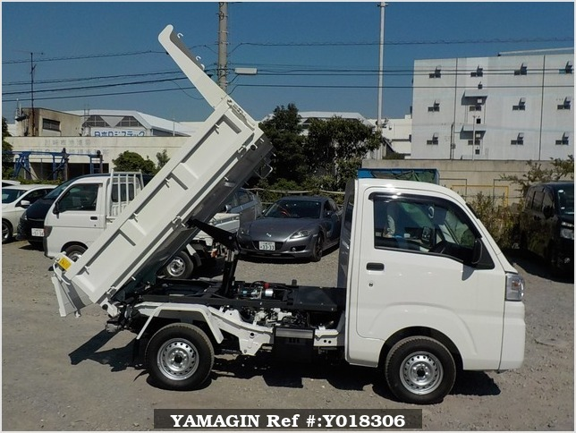 It is a picture of the white daihatsu hijet  dump in 2017,Sub Photo 0 Stock No.Y018306