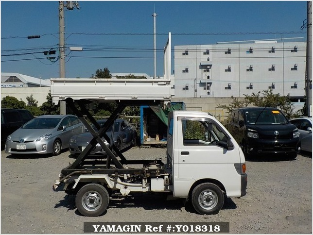It is a picture of the white daihatsu hijet  scissors dump in 1997,Sub Photo 0 Stock No.Y018318