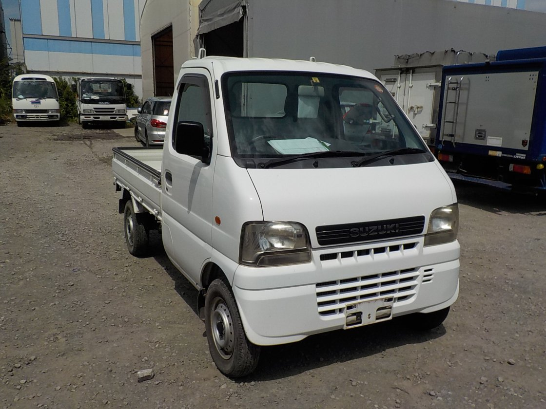 It is a picture of the white suzuki carry truck in 2002,First Photo Stock No.Y018399