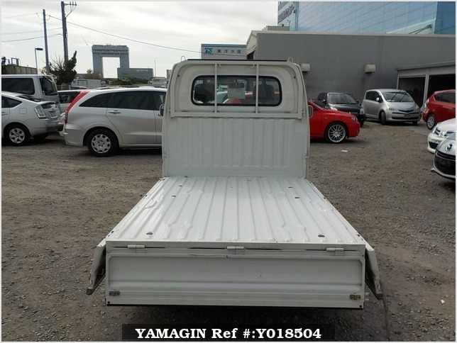 It is a picture of the white mitsubishi minicab truck in 2002,Sub Photo 4 Stock No.Y018504
