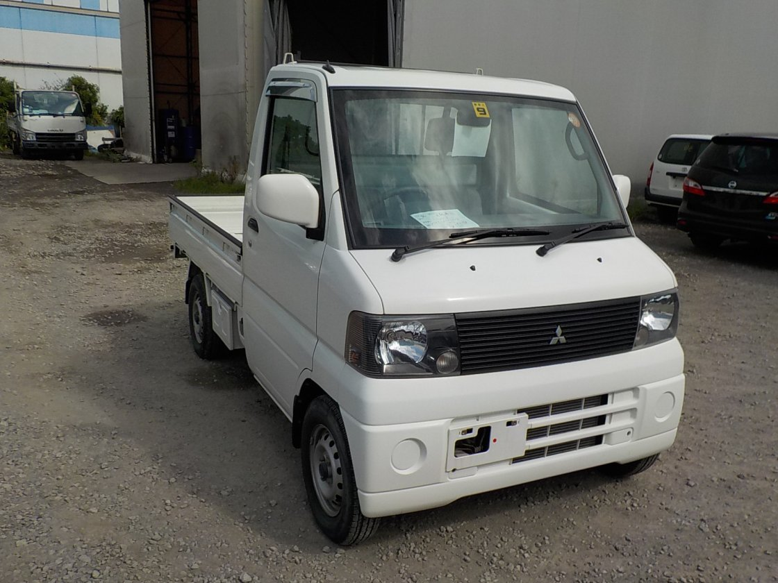 It is a picture of the white mitsubishi minicab truck in 2002,First Photo Stock No.Y018504