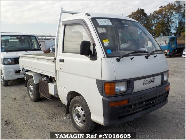 It is a picture of the white daihatsu hijet  scissors dump in 1995,Sub Photo 0 Stock No.Y018605