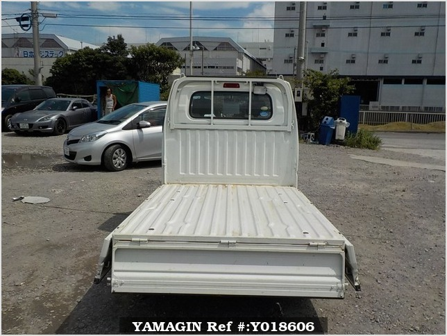It is a picture of the white nissan clipper truck in 2010,Sub Photo 4 Stock No.Y018606