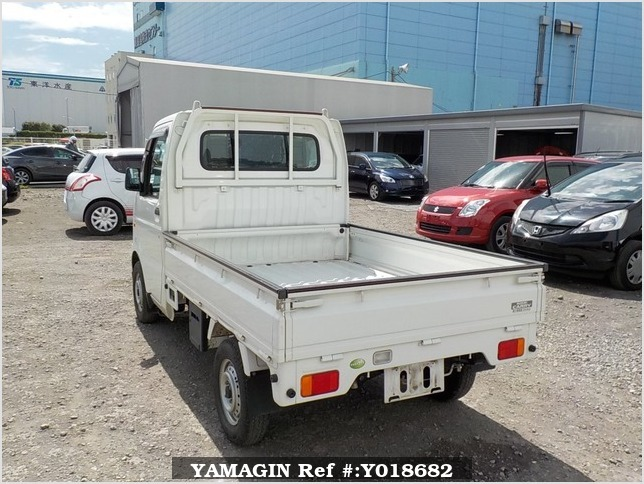 It is a picture of the white suzuki carry truck in 2007,Sub Photo 3 Stock No.Y018682