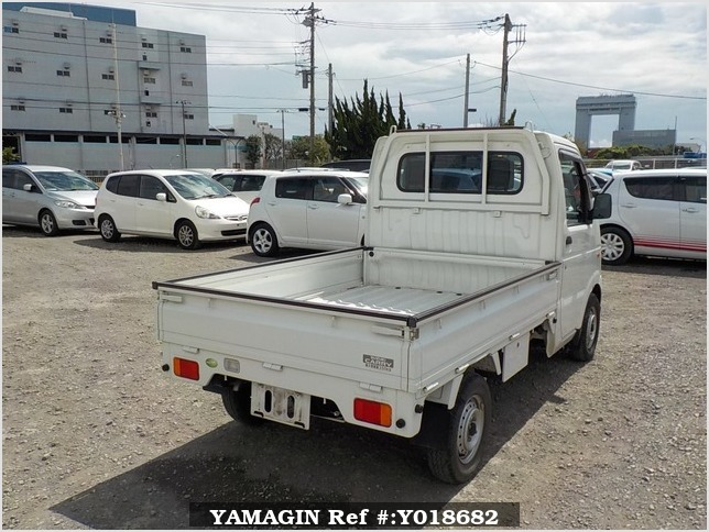 It is a picture of the white suzuki carry truck in 2007,Sub Photo 2 Stock No.Y018682
