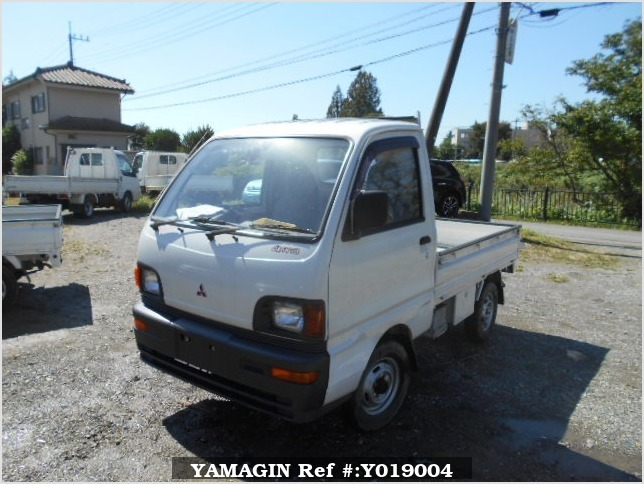 It is a picture of the white mitsubishi minicab truck in 1994,Sub Photo 1 Stock No.Y019004