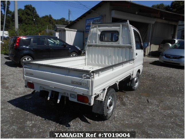 It is a picture of the white mitsubishi minicab truck in 1994,Sub Photo 2 Stock No.Y019004