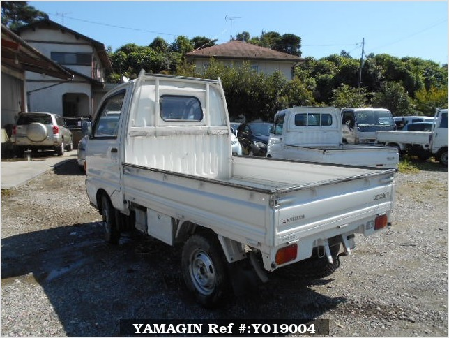 It is a picture of the white mitsubishi minicab truck in 1994,Sub Photo 3 Stock No.Y019004