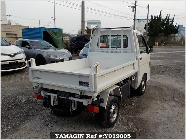 It is a picture of the white daihatsu hijet dump in 1996,Sub Photo 3 Stock No.Y019005