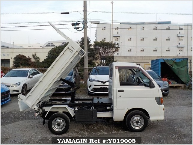 It is a picture of the white daihatsu hijet dump in 1996,Sub Photo 0 Stock No.Y019005