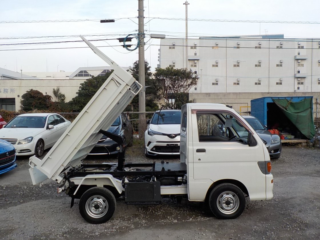 It is a picture of the white daihatsu hijet dump in 1996,First Photo Stock No.Y019005