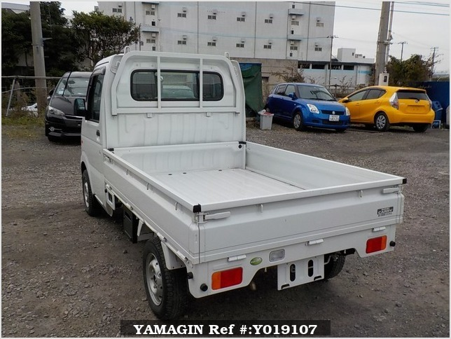 It is a picture of the white suzuki carry truck in 2011,Sub Photo 3 Stock No.Y019107