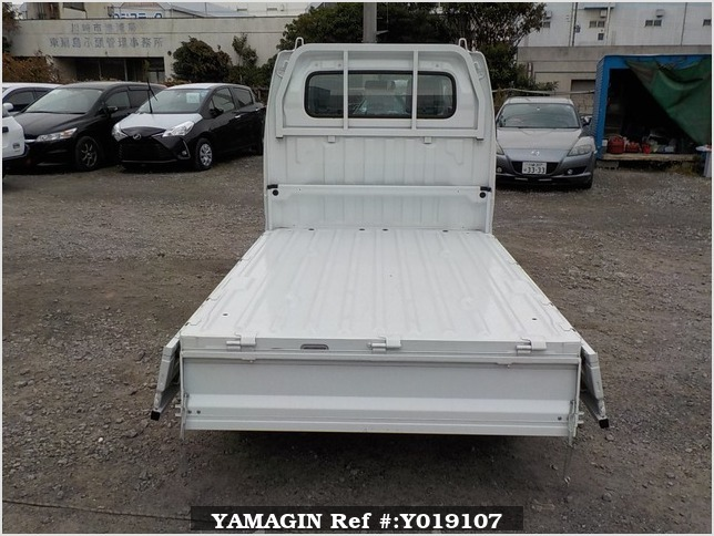 It is a picture of the white suzuki carry truck in 2011,Sub Photo 4 Stock No.Y019107