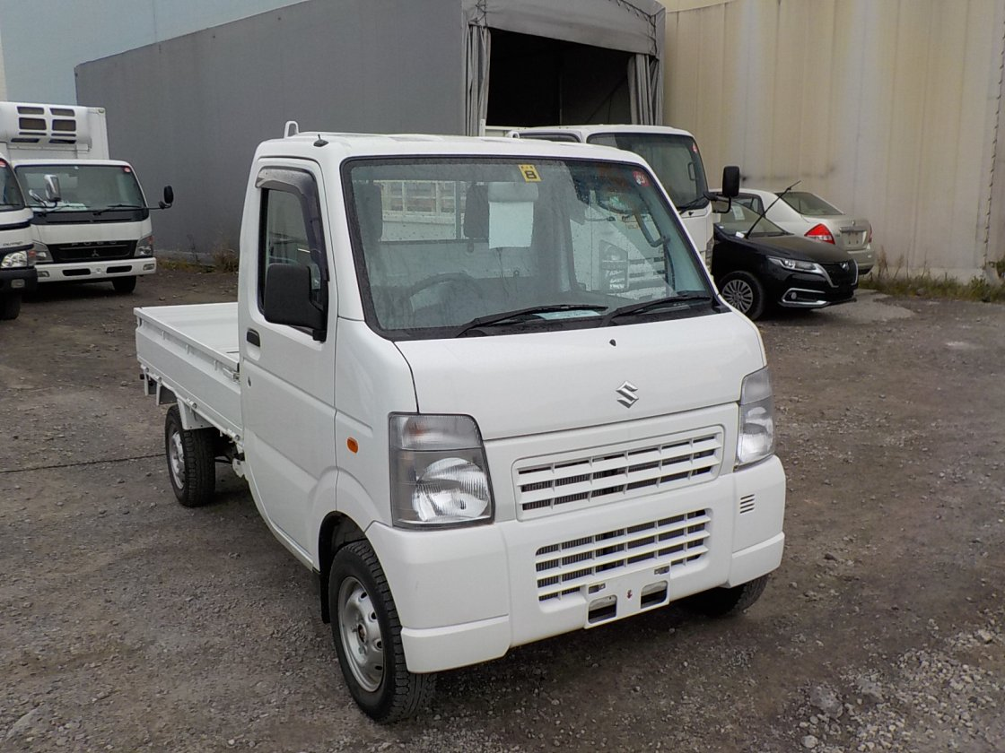 It is a picture of the white suzuki carry truck in 2011,First Photo Stock No.Y019107