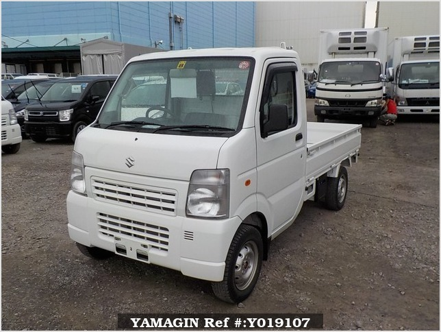 It is a picture of the white suzuki carry truck in 2011,Sub Photo 1 Stock No.Y019107