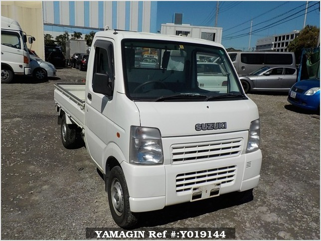 It is a picture of the white suzuki carry truck in 2004,Sub Photo 0 Stock No.Y019144