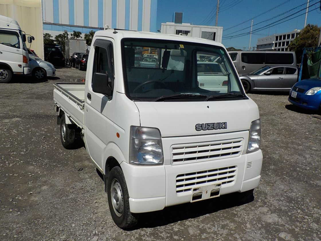 It is a picture of the white suzuki carry truck in 2004,First Photo Stock No.Y019144